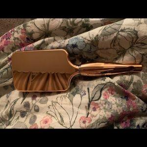 2/20$ aria beauty luxe detangling chrome brush